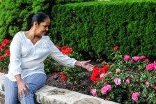 rose garden fountain 6_beatriz con las rosas (1 of 1)